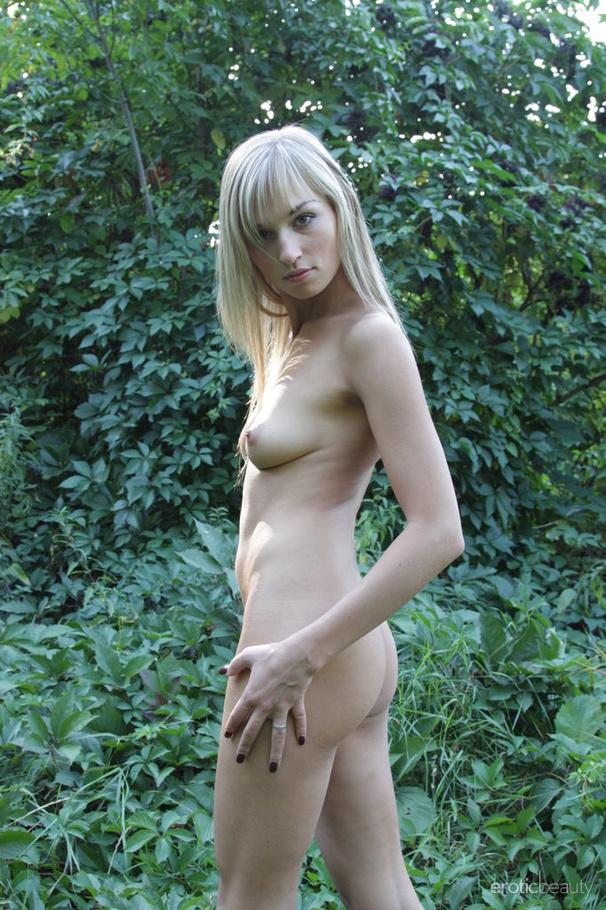 Amazing Blonde Teen Hottie Walking Around The Forest Nude -6049