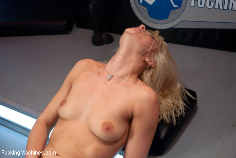 Fucking machine wrecks a hot blonde's juice - XXX Dessert - Picture 3