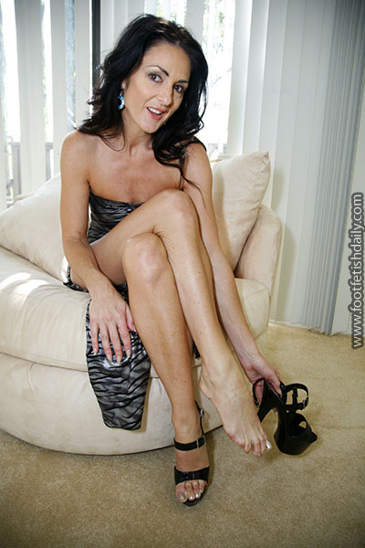 Bare foot milf
