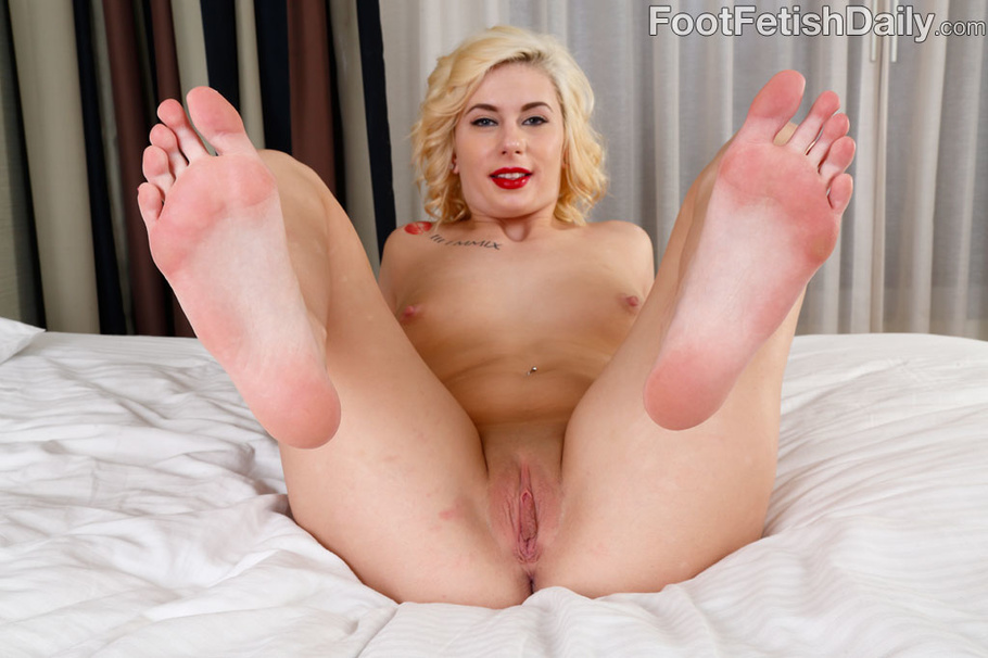 Blonde foot job tgp