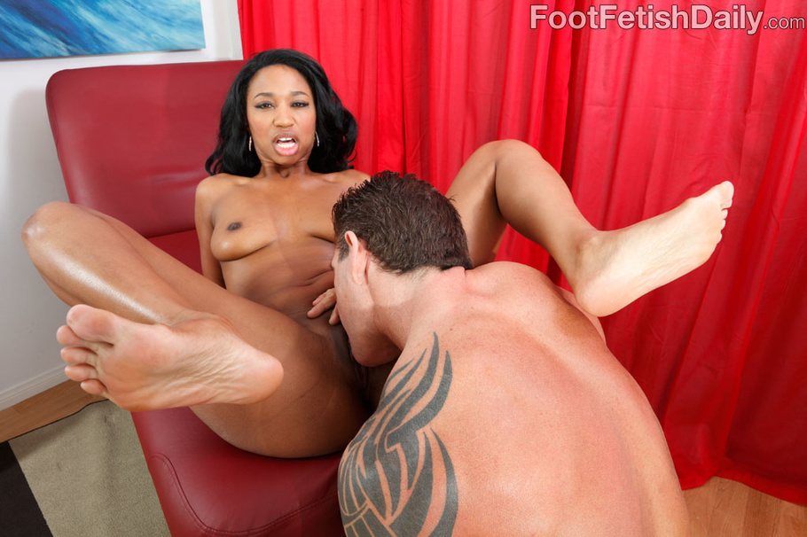 Tasty Ebony In Pink Lingerie Licked In Feet And Pussy -5372