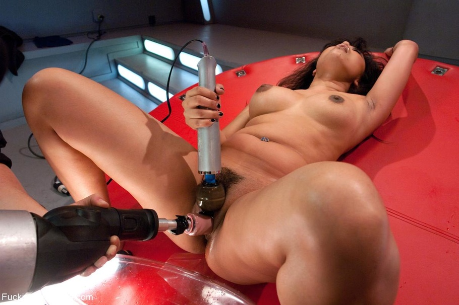 Видео со сексом с предметами и машинами — photo 13