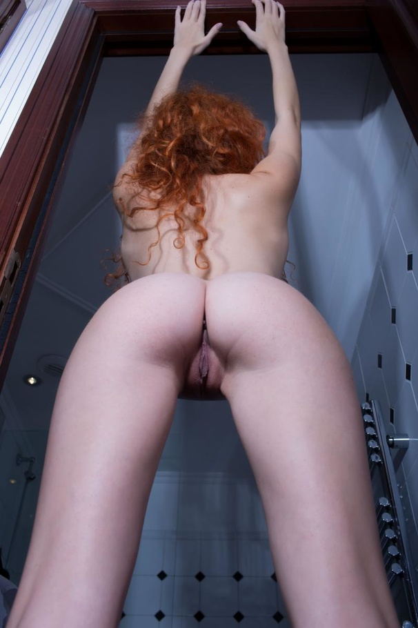Redhead e boobs