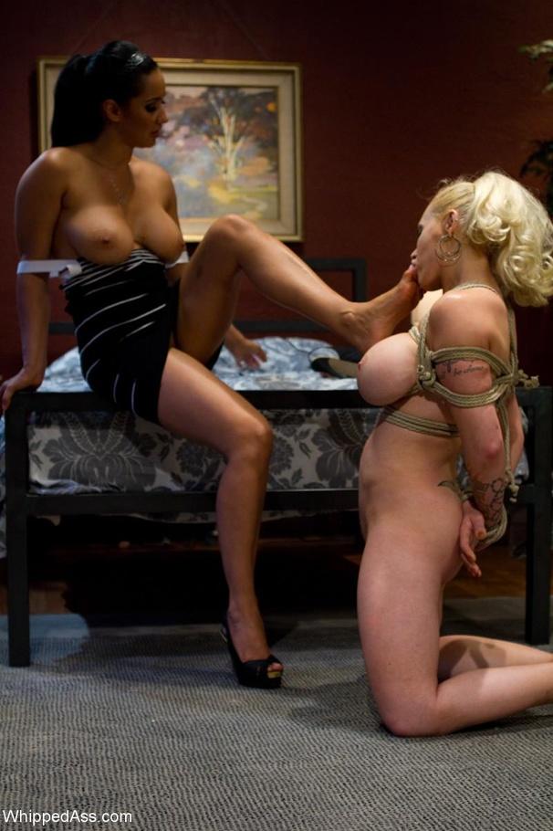 Lesbian On Strapon