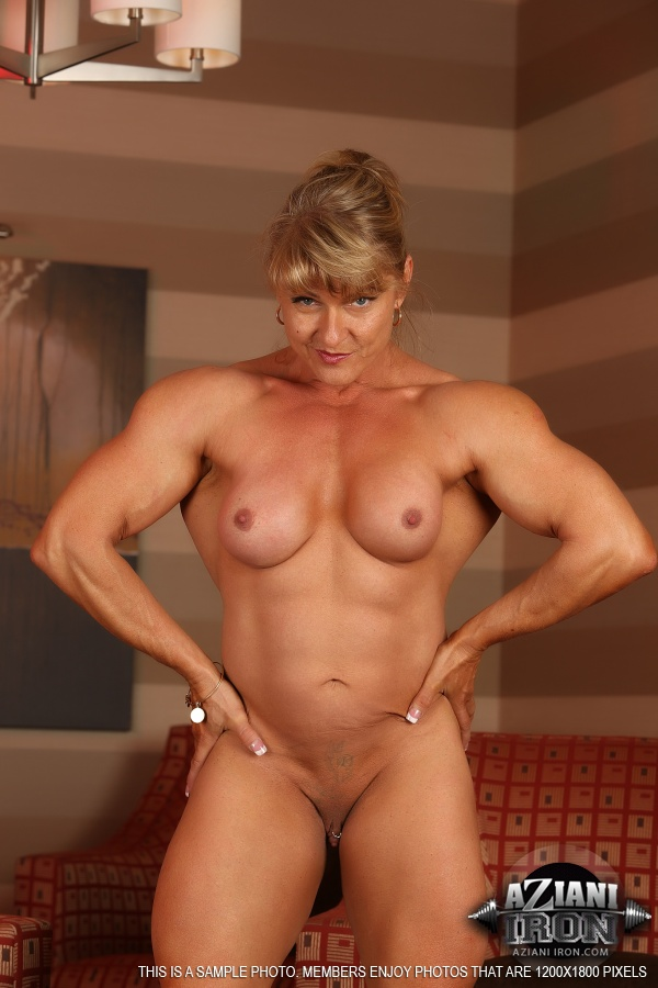 Muscled chick flexes her sexxxy biceps 8