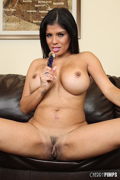 Smoking Hot Latina With Big Tits Fucks Herself On The -7206