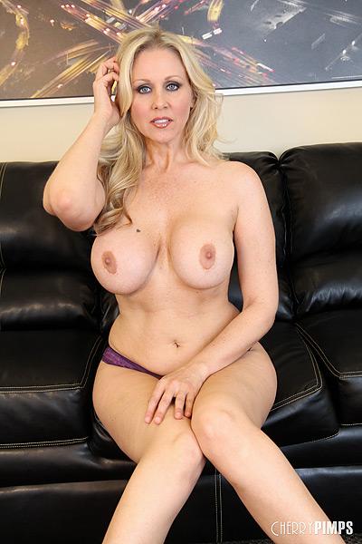 Busty Blonde Milf Spreads Her Legs And Masturbates Her Wet Pussy - Youxxxx-6633