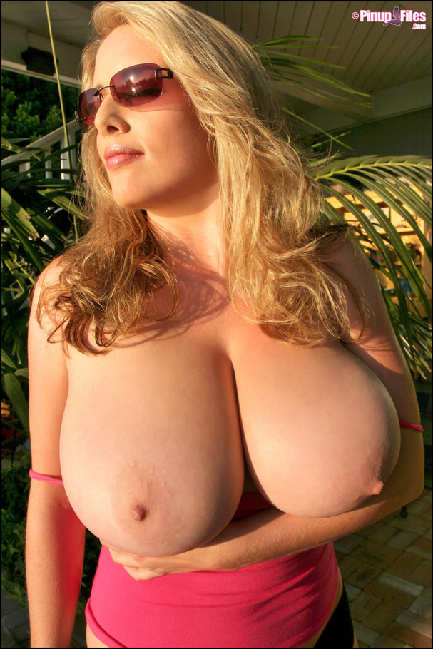 Busty blonde milf goes on vacation