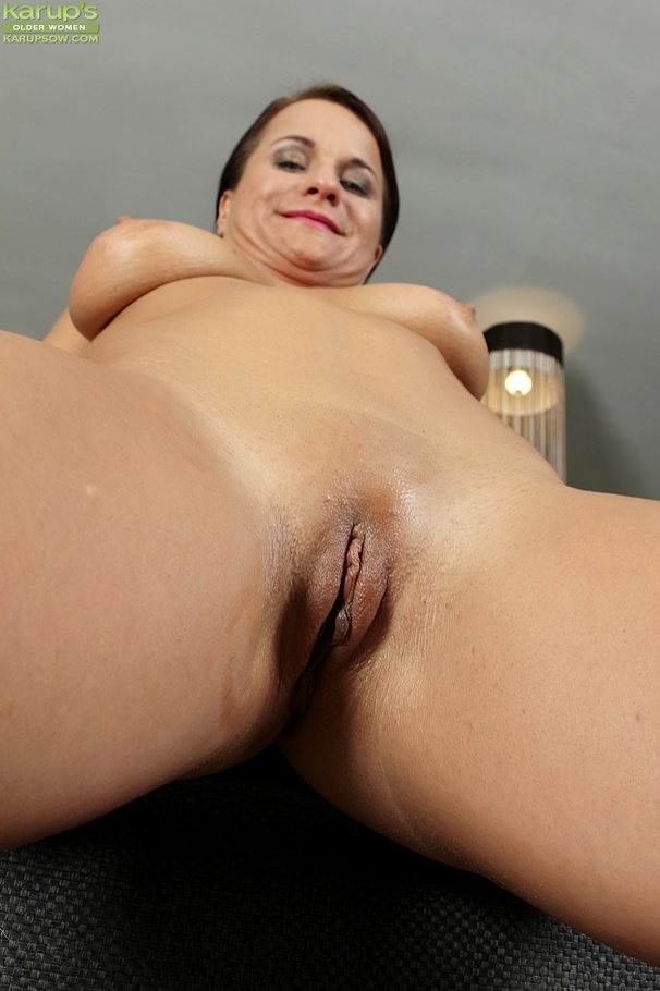 Chubby fingers her wet cunt until orgasm 10