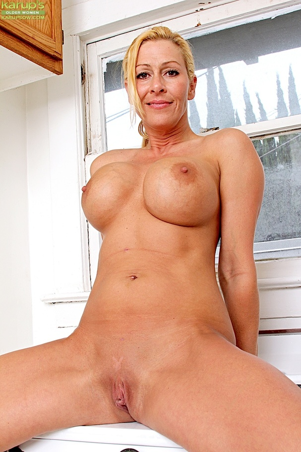 Fit And Busty Blonde Milf Busts Her Lady Juice Atop The Stove - Youxxxx-1225