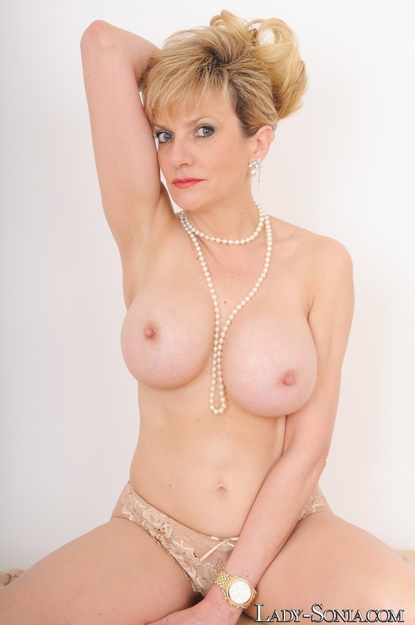 Lady sonia fully nude