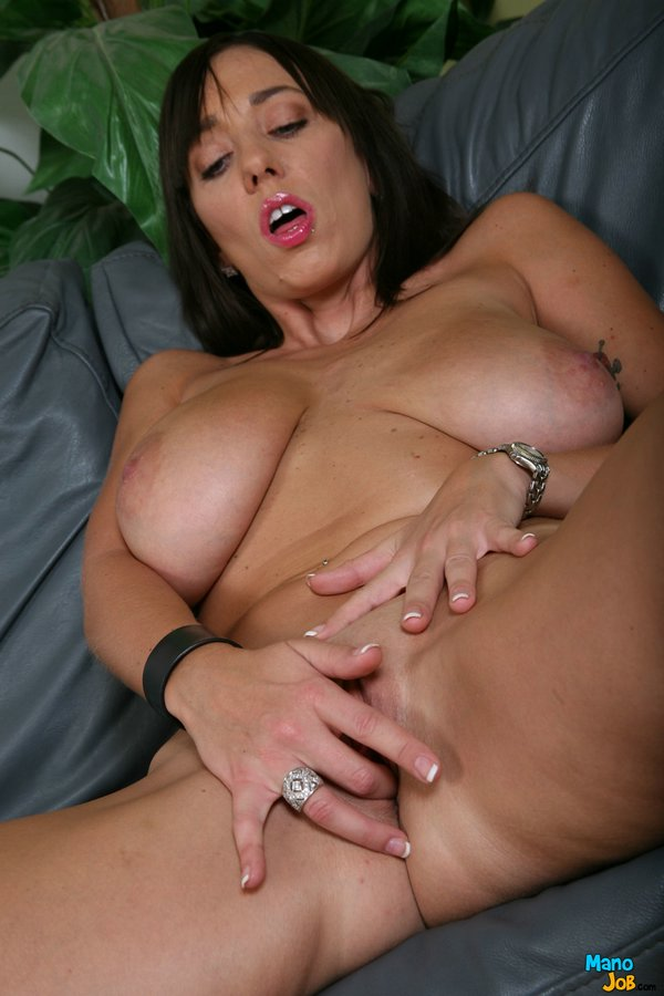 Handjob from a busty milf brunett dates25com 7