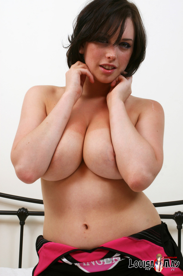 Busty curvy girl with glasses camshow 5