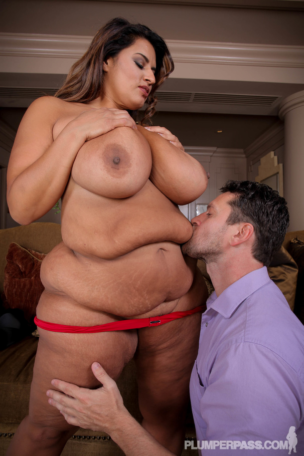 Beautiful Huge Fatty Sofia Rose Releases Her Massive Juggs For Big Dinotube 1