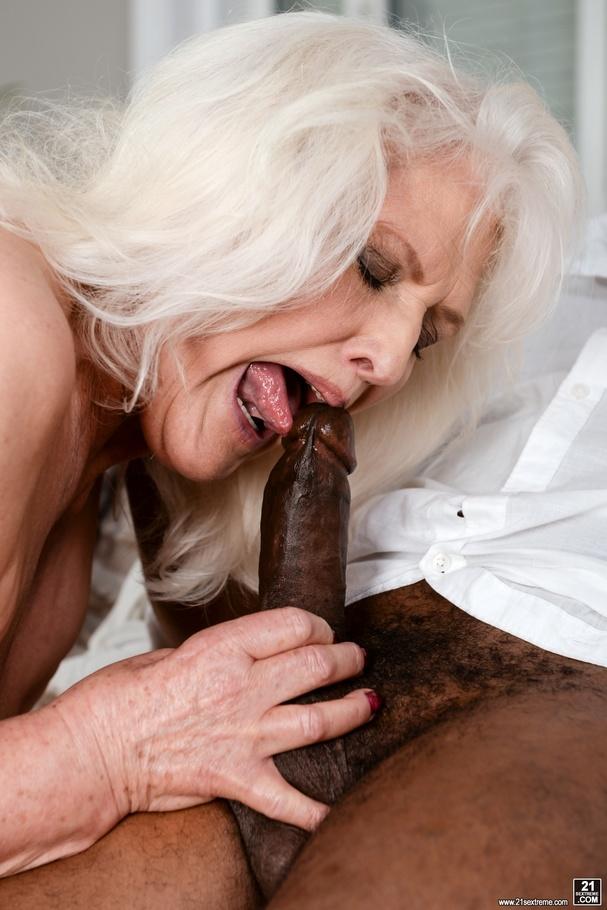 loud clit rubbing orgasm