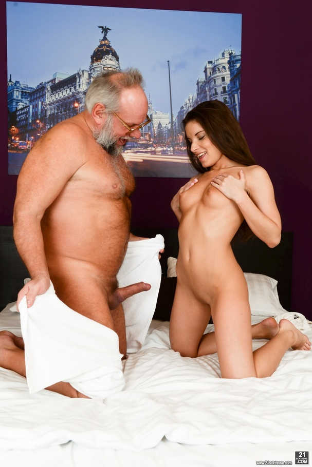 Old man received a blowjob, handjob and ass-fingered by a ...