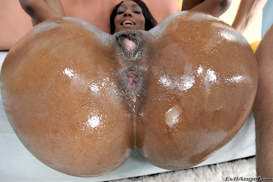 Mocha Skinned Black Babe With Huge Tits And Naval Scar -1522