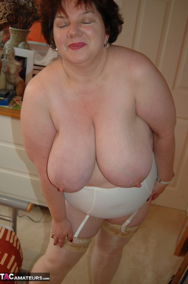 Chubby Mature Slut Is Seen Playing With Her Huge Natural -9578