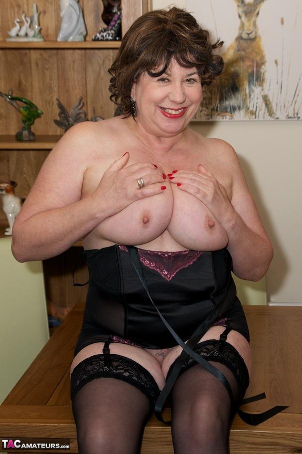 Lesbo milf seduces youg girl