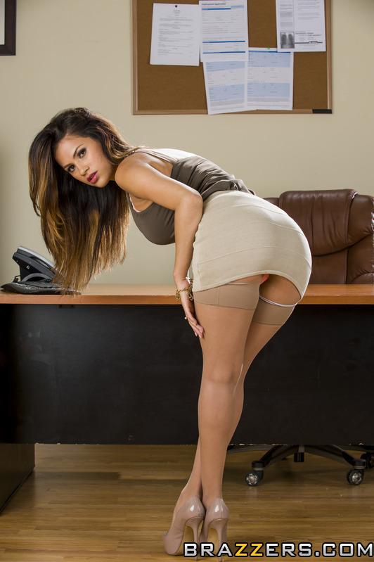 Strapon brunette girl office