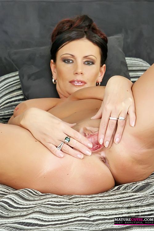 Mature posing vagina, male solo masturbation videos