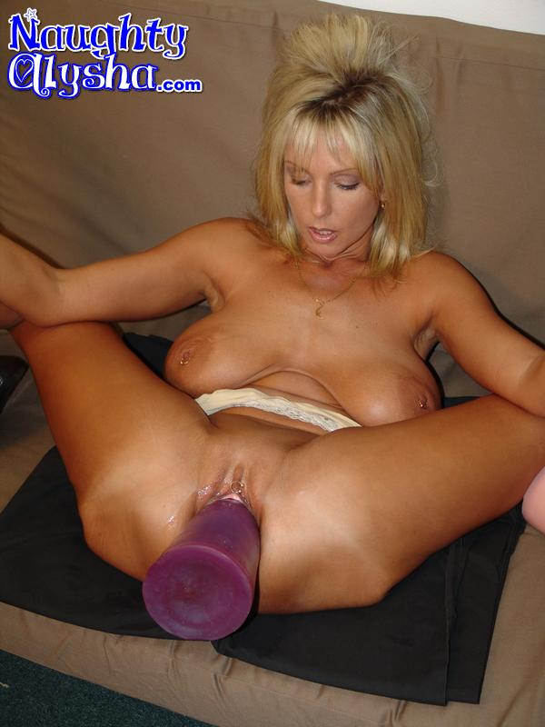 Dildo huge naughty alysha