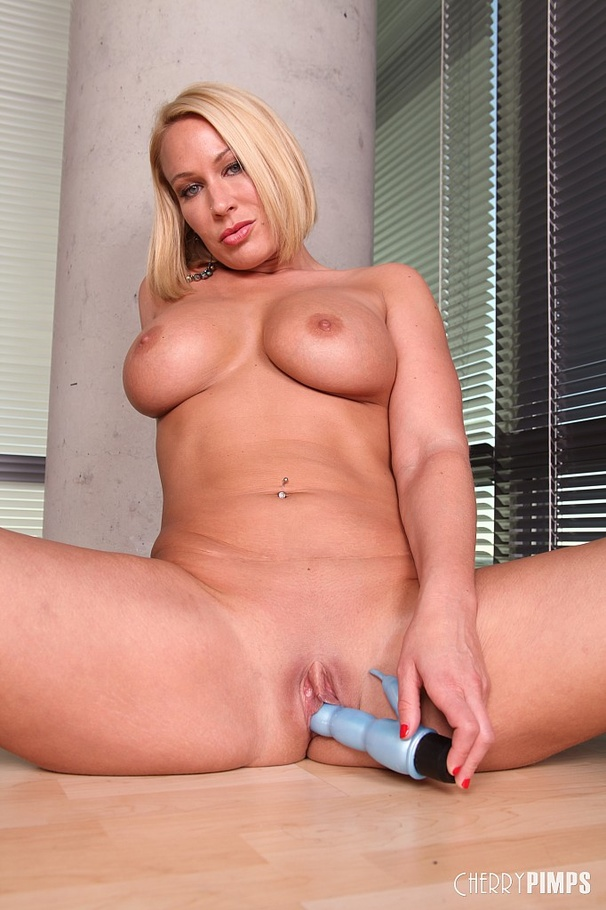 Blonde Cougar Creampie Hd