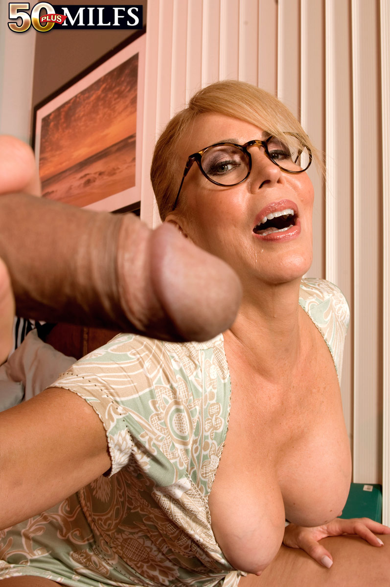 Milf Anal Insertions Solo