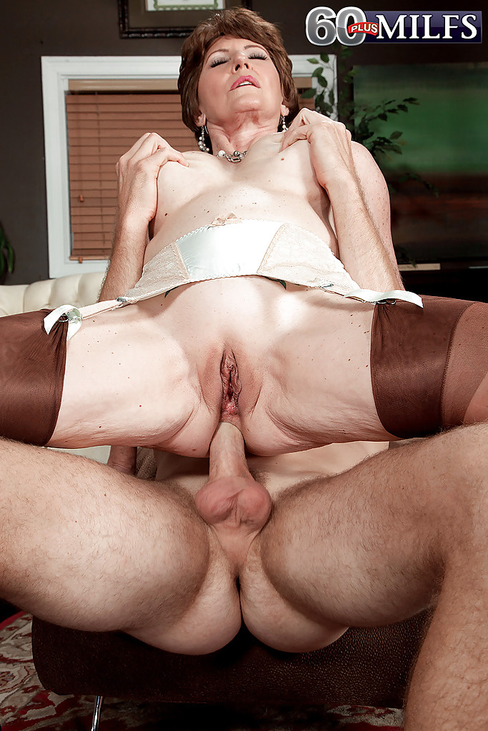 REIFE SWINGER – Huge boobed mature blonde fucks hunk