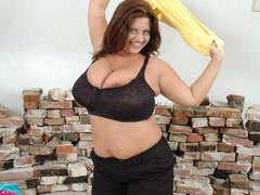 Super busty brunette fat wife posing in her sexy black - Picture 4