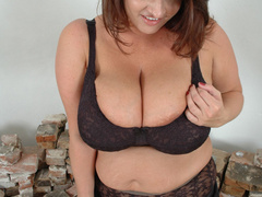 Super busty brunette fat wife posing in her sexy black - Picture 5