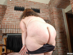 Round booty and big boobied exposing he soft goods on a - Picture 10