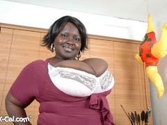 Plump ebony housewife revealing her epic melons on the - Picture 4