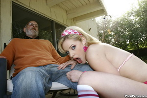 Grandpa gets his way with a dumb young s - XXX Dessert - Picture 3