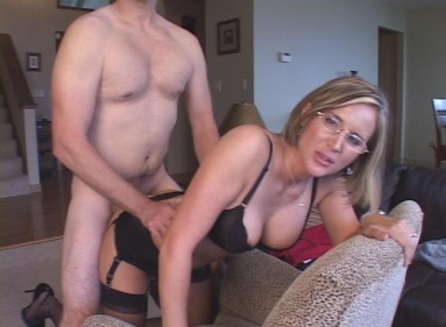 slut house to Blonde goes