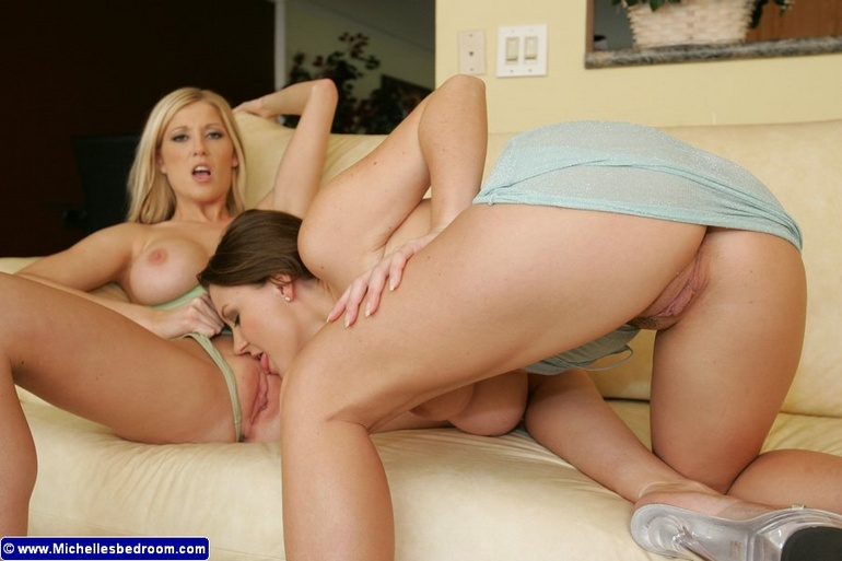 mobypicture of hot naked girl