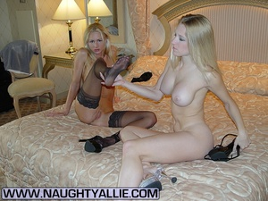 Hot Bisexual Wives Finger And Lick Pussy - XXX Dessert - Picture 3