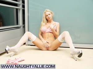 Total Babe With Huge Tits Flashes Public - XXX Dessert - Picture 1