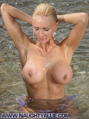 Total Babe With Huge Tits Flashes Public - XXX Dessert - Picture 11