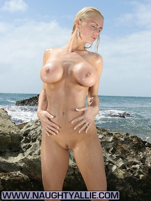 Total Babe With Huge Tits Flashes Public - XXX Dessert - Picture 14