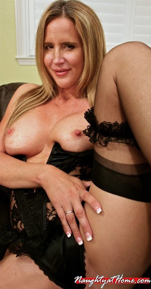 Naughty milf in lingerie and stockings w - XXX Dessert - Picture 10