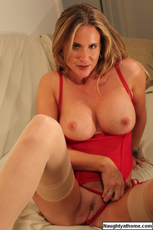 Sexy Spencer in Red Bustier & Stockings - XXX Dessert - Picture 9