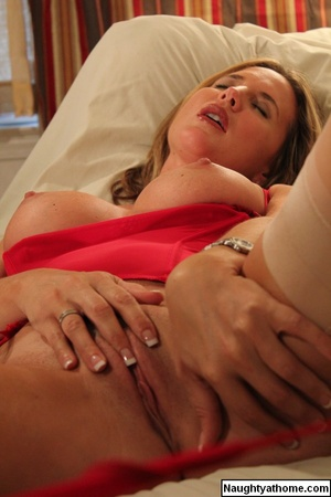 Sexy Spencer in Red Bustier & Stockings - XXX Dessert - Picture 15
