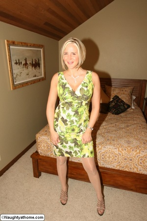 Hot And Sexy Milf Wife Spencer - XXX Dessert - Picture 1