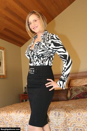 Sexy Blonde Milf Wife Strips for Her Sug - XXX Dessert - Picture 2