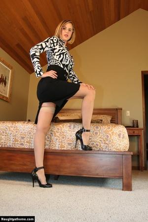 Sexy Blonde Milf Wife Strips for Her Sug - XXX Dessert - Picture 4