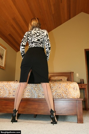 Sexy Blonde Milf Wife Strips for Her Sug - XXX Dessert - Picture 5