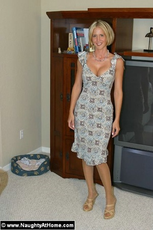 Hot milf wife plays with huge sex toys - XXX Dessert - Picture 1
