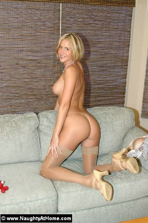 Hot milf wife plays with huge sex toys - XXX Dessert - Picture 6