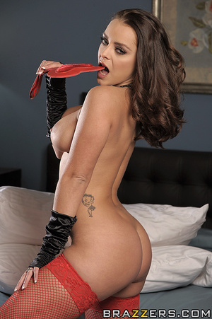Liza loves Valentine's Day, but her husb - XXX Dessert - Picture 4